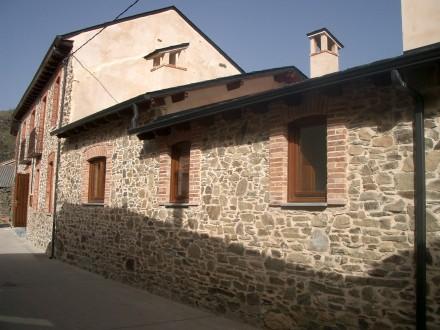 Fachada de piedra en La Velilla